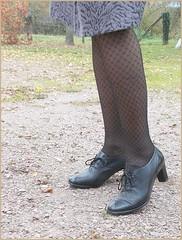 2017 - 11 - Karoll  - 150 (Karoll le bihan) Tags: escarpins shoes stilettos heels chaussures pumps schuhe stöckelschuh pantyhose highheel collants bas strumpfhosen talonshauts highheels stockings tights