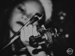 Violon passion (davcsl) Tags: blackwhite bw biancoenero childshappiness child blackdiamond davcsl fille nimes nîmes jesoutiensnîmes monochrome monotones noiretblanc noiretblancblackwhite nb people portrait violon violin violoniste women woman