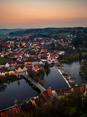 Kallmünz from above...(Explore 10.11.17 #253) (davYd&s4rah) Tags: kallmünz regensburg bayern sonnenuntergang sunset dawn city town river naab orange autumn autumnatmosphere indiansummer bavaria olympus em10markii m1240mm f28 olympusm1240mmf28 longtimeexposure langzeitbelichtung