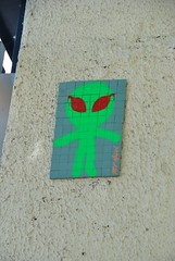 Mr Djoul (emilyD98) Tags: street art insolite rue artist artiste urban urbaine urbain exploration installation mosaique mosaic alien vert green mr djoul paris mur wall collage