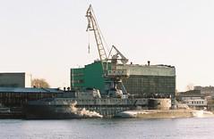 New admiral island crane. Saint Petersburg, October 17 (arsenterzyan) Tags: 35mm grain eos3 canon portra160 film kodak autumn sun sunrise russia saintpetersburg city sea submarine ship docks industrial urban crane