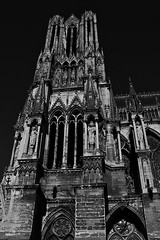 1 - Reims - Cathédrale Notre-Dame - Tour (melina1965) Tags: reims marne grandest octobre october 2017 nikon d80 noiretblanc blackandwhite bw sculpture sculptures église églises church churches façade façades