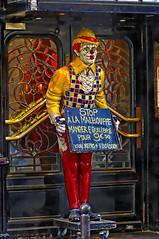 Stop à la malbouffe ! (Edgard.V) Tags: paris parigi clown palhaço pagliaccio bouffon buffone restaurant restaurante ristorante