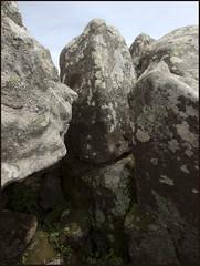 Kivikasvot - Stone faces (Janne Maikkula) Tags: nature luonto kivi stone rock kallio dolmen figuuri figure kasvit face kulttuuri culture taide art jatuli jotun kivikausi neoliittinen stoneage shamanismi samanismi shamanism portugal summer kesä