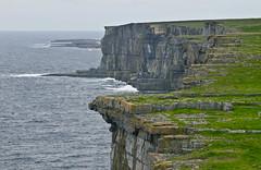 Steil / Steep (schreibtnix on 'n off) Tags: reisen travelling irland ireland natur nature landschaft landscape atlantik atlanticocean brandung surf klippen cliffs aranislands inishmore steil steep olympuse5 schreibtnix