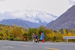 A Splash of Colours (Ray of Peace) Tags: hunza gilgit northenareas pakistan pakistani canon colours colorfulworld coloful colorsofnature colorsoflife people snowcoveredmountains mountainside kkh karakorammountainrange karakoramhighway dailylife roadside traveller travel traveling wanderlust