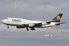 Lufthansa D-ABYZ 18-11-2017 (Enda Burke) Tags: frankfurt fra fraport avgeek aviation airplane av8 747400 boeing747400 eddf airport arrival germany german landing landingear united unitedairlines ual ua 777200 boeing777200 runway dabyz