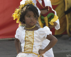Elle ne déconne pas (Rosca75) Tags: carnaval carnavaldebarranquilla barranquilla colombia colombie people lifestylephotography streetphotography child children niños portrait portraiture young girl