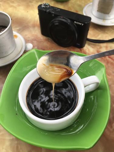 """Lorsqu'on commande un """"café au lait"""" au Vietnam, on trouve du lait concentré au fond de sa tasse !"""