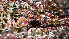 DSC09119 (De Hollena) Tags: weihnachtsmarkt weihnacht kerstmarkt christmas schneekugel kerst sneeuwbol snowglobe snowdome boulesàneige christmasfair
