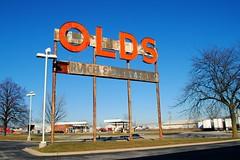 Former Marquardt Oldsmobile - Park City, Illinois (Cragin Spring) Tags: illinois northernillinois il midwest unitedstates usa unitedstatesofamerica sign oldsmobile parkcityil parkcity waukegan parkcityillinois marquardtoldsmobile olds rust retro vintage vintagesign oldsign old sky