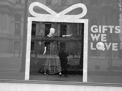 #window shopping at #Macy's.   #christmas #Philadelphia  #philly   Formerly #wanamakers (buzmurdockgeotag) Tags: window macy christmas philadelphia philly wanamakers
