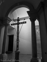 Particolare Abside Duomo di Ravenna (frillicca) Tags: 2017 abside april aprile apse bn bw basilicaursiana biancoenero blackandwhite cathedral chiesa church croce cross duomo duomodiravenna inside italia italy monochrome monocromo panasoniclumixlx100 ravenna ravennacathedral interno