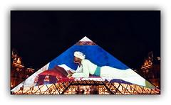 Série Pyramide du Louvre : N° 11 (jldum) Tags: pyramide louvre architecture architect architecte lines batiment building hdr black white monochrome apple iphone explore géométrique bâtiment ciel fenêtre de toit horloge symétrie plus musée museum night shot personnes iphone7plus