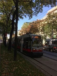 Wiener Linien   658 Siemens ULF B   2-es villamos   ➜ Friedrich Engels-Platz