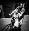 DSCF5858 (靴子) Tags: 腳踏車 人 街頭 街拍 黑白 單色 bnw bw street streetphoto xt2 fuji