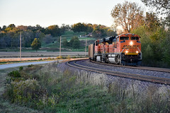 BNSF 8431 rolls into the setting sun. (Machme92) Tags: bnsf burligrton bn emd sd70ace american america railroad railfanning railroads railfans rails rail row railroading railfan nikon nikond7200 trains tracks hannibalsub