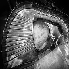 up or down? (Blende1.8) Tags: stair stairs stairway staircase london treppe wendeltreppe spiral square quadrat steps stufen licht schatten shadows light bw black white monochrome monochrom mono sw schwarzweiss architecture architektur modern modernearchitektur contemporary nikon d610 sigma1224mmhsmii sigma 1214 carstenheyer city