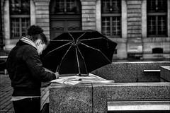 Les mots cachés.... / The secret words... (vedebe) Tags: humain people ville city rue urbain noiretblanc netb nb bw monochrome paris
