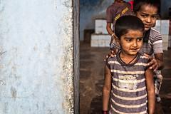 PATTADAKALL: JEUX D'ENFANTS (pierre.arnoldi) Tags: inde india pattadakall karnataka enfants portraidenfants jeuxdenfants photoderue pierrearnoldi canon6d tamron on1raw