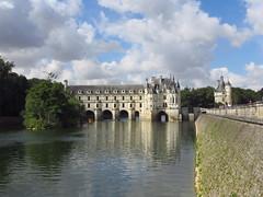 Vue depuis le côté nord du château de Chenonceau et de sa galerie. (irslo1) Tags: amboise indreetloire châteaux de la loire france canon powershot d30 powershotd30 chenonceau