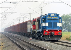 Diesel and Electric Together !! (PrathzRailLover) Tags: trains indianrailways freight irfca wdg3a kzjwdg3a wag7 diesel electric centralrailway kadethan railway railfanning morning