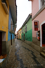 Dans les rues de La Paz (jmboyer) Tags: bo2252 bolivie bolivia travel ameriquedusud canon voyage ©jmboyer lapaz nationalgeographie potosi canon6d yahoophoto géo yahoo photoyahoo flickr photos southamerica sudamerica photosbolivie boliviafotos bolivien bolivienne tribal canonfrance eos googlephotos instagram