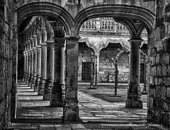 Claustro (alanchanflor) Tags: canon monocromo bw arcada claustro salamanca castillaleon españa hdr piedra gotico