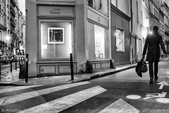 paris..... (andrealinss) Tags: frankreich france paris parisstreet bw blackandwhite 35mm andrealinss schwarzweiss street streetphotography streetfotografie availablelight
