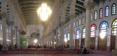 Damaskus, Omayadenmoschee, Innenraum mit grün beleuchtetem Schrein Johannes d. Täufers