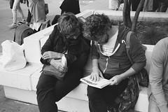 «Readers, or One book for two» (Andrey  B. Barhatov) Tags: moscow russia streets 2017 moscowwalks ru dayofthecityinmoscowin2017 ilfordhp5 ilfordhp5400 kodaks1100xl filmoriginal filmphoto filmphotography filmfilmforever filmmood film filmtype135 analog lomography barhatovcom outdoor outdoors d76 streetphoto streetnotes bnwmood bnwfilm bnw bwfp bw bnwdark monochrome monotone people cityandpeople sredafilmlab pakonf235 россия москва люди деньгородамосквы msk пленка фотопленка чб чернобелое наблюдатель