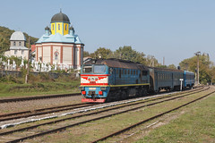 2M62-1001 Кострижівка (rjugelt) Tags: tschortkiwluschany ukraine eisenbahn lwiwtscherniwzi railway чортківлужани kirche reisezug diesellokomotive uz 2m62