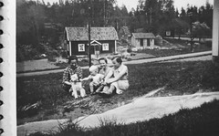 Sommar (Ken-Zan) Tags: sommar women dog kid scanned vintage sörmland sweden ljunghav kenzan