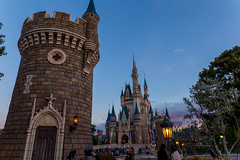 Night Descends (Jared Beaney) Tags: canon6d canon tokyo tokyodisney tokyodisneyresort photography photographer japan japanese travel disney disneythemeparks disneyparks themeparks themepark amusementpark bluehour cinderellacastle sunset tokyodisneyland