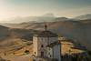 Tutta la valle per sé (Vassili Balocco) Tags: parconazionale nationalpark gransasso chiesa church santamariadellapietà montagna mountain tramonto sunset outdoor