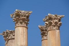 JERASH (Luz D. Montero Espuela. 3.5 million visits. Thanks) Tags: capitel jerash jordania jordan cielo azul blue bleu luzdmonteroespuela travel trip viajes columnas arquitectura ruinas pentax k7
