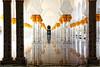 Sheikh Zayed Mosque, Abu Dhabi (Rita Eberle-Wessner) Tags: abudhabi uae emirates vae mosque sheikhzayedmosque scheichzayedmoschee vereinigtearabischeemirate säulen columns spiegelung reflection arabia arabien architektur architecture white gold weis innenraum