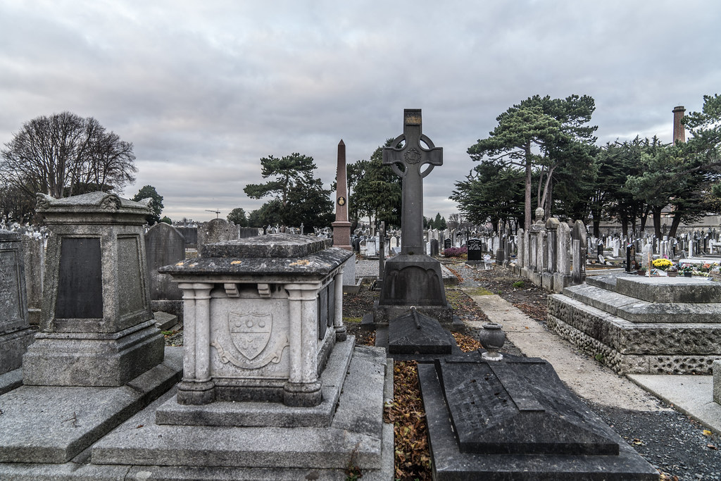 MOUNT JEROME CEMETERY IS AN INTERESTING PLACE TO VISIT [IT CLOSES AT 4PM]-134348