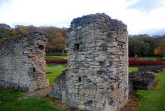 Arches of the abbey (zawtowers) Tags: green chain section 1 walk thamesmeadtolesnesabbey sunday 12th november 2017 dry cold amble stroll walking south east london suburbs lesnes abbey park lesnesabbeylesnes ruins closed 1534 dissolution arch demolished colums remain ruined