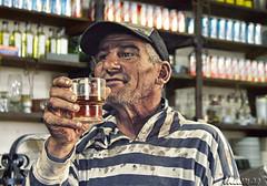 chin chin (Marina-Inamar) Tags: persona bar copa vino arrugas hombre baron señor beguerie roqueperez buenosaires argentina