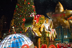 Universal's Holiday Parade featuring Macy's (BrianCarey_) Tags: universal holiday parade featuring macys usf studios florida christmas orlando