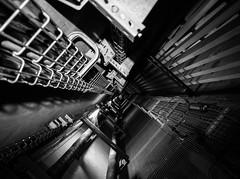 Gtech à néons (_Oryx) Tags: galerie technique électricité néons paris undeground exploration exploreyourcity killyourcity parisbynight béton
