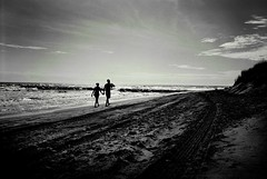 R1-020-8A (David Swift Photography) Tags: davidswiftphotography newjersey oceancitynj beaches atlanticocean seashore coastline couples candidphotos water dusk 35mm jerseyshore olympusstylusepic ilfordxp2