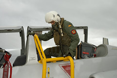 Academia General del Aire (AGA) (Ejército del Aire Ministerio de Defensa España) Tags: aga academiageneraldelaire academiamilitar sanjavier oficialdelaire oficiales piloto monodevuelo cabina avión c101 aviojet culopollo casco