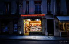 Parisian baker (Michel L'HUILLIER (Asterix_93)) Tags: baker boulangerie patisserie paris evening autumn low light nikon d810 street irix 15mm f24