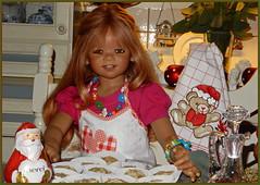 Die Plätzchen kommen jetzt in den Backofen ... (Kindergartenkinder) Tags: kindergartenkinder annette himstedt dolls tivi sanrike advent backen plätzchen