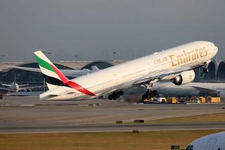 Emirates B777-300ER A6-EPI departing HKG/VHHH