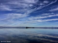 il Lago di Bolsena visto dalla spiaggia di Grotte di Castro con in lontananza l'isola Bisentina. (oscar.martini_51) Tags: lago bolsena isola bisentina tuscia grotte di castro