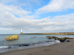 Nigg Beacon, Greyhope Bay, Aberdeen, Nov 2017 (allanmaciver) Tags: nigg beacon greyhope bay aberdeen north east scotland clouds sand sea shore light harbour wall birds rocks waves water city allanmaciver