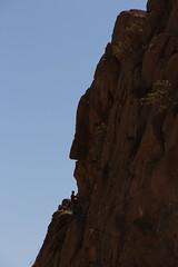 Grimpeur sur les parois du Mont Bisotun (fuchs.ludovic) Tags: escalade falaise rocher iran